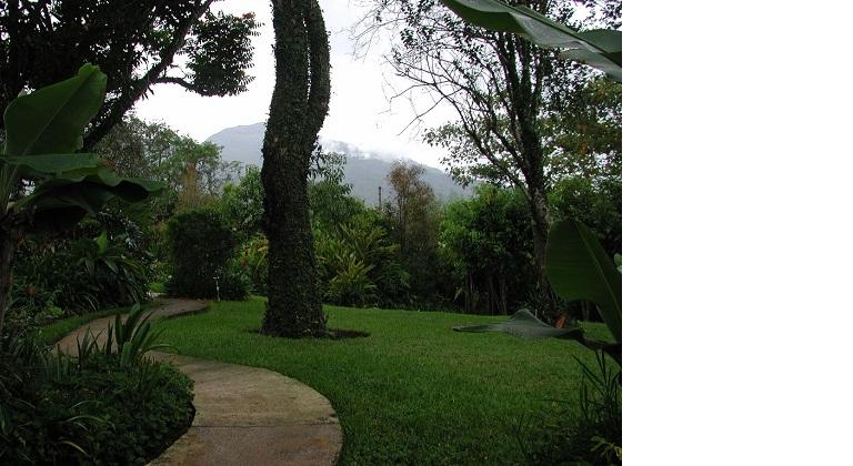 Roger and Annika's Garden Path